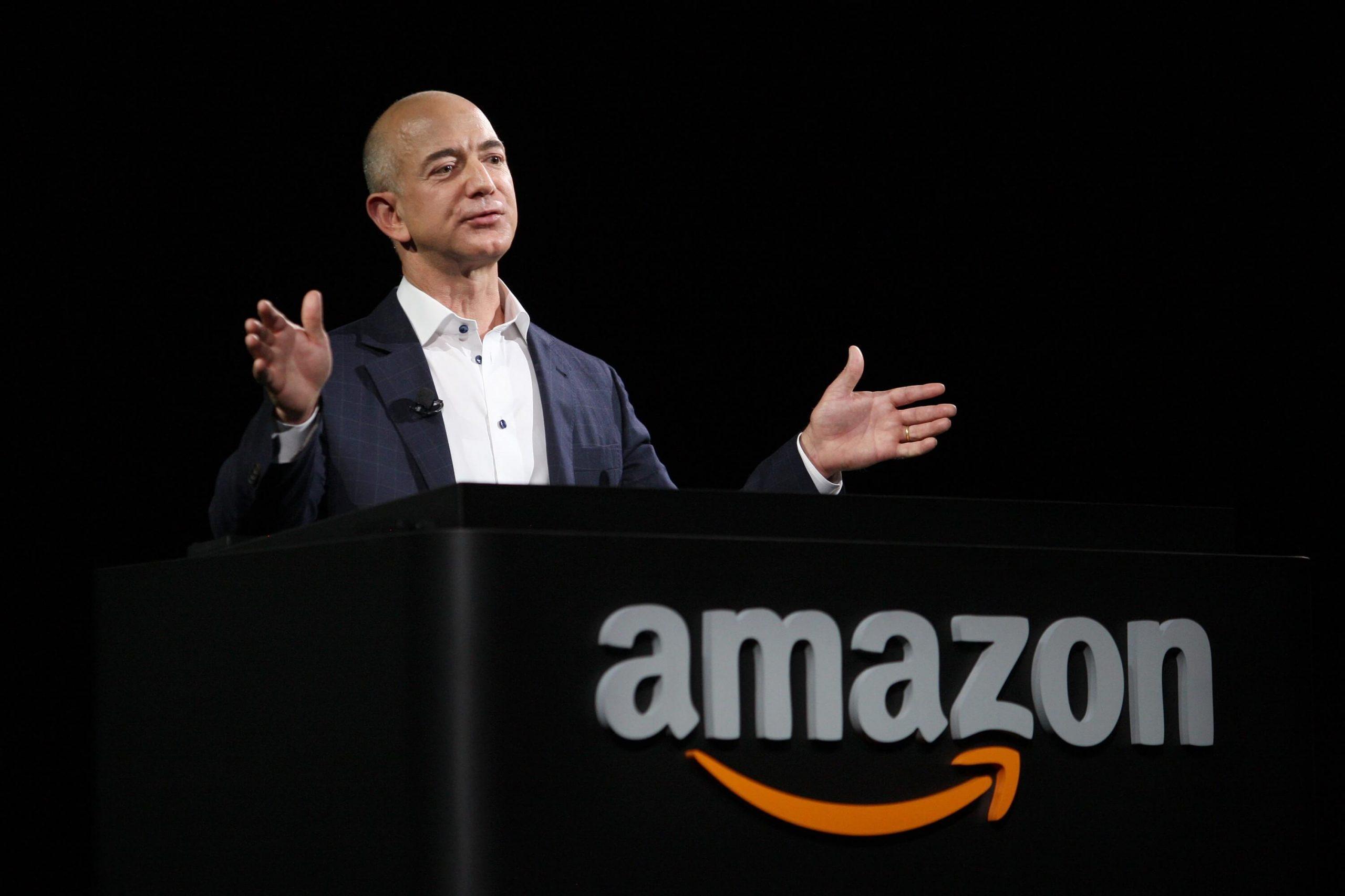 Facebook обвинил Apple во взломе iPhone основателя Amazon