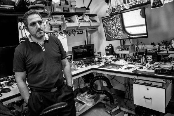 Как выглядит лаборатория по взлому iPhone полиции Нью-Йорка