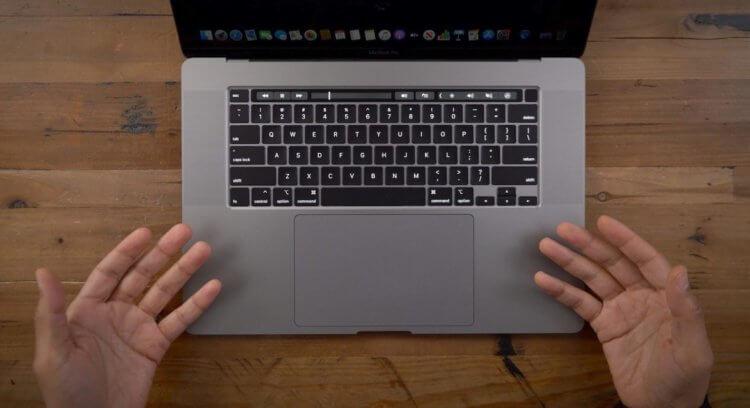 Режиссёр Тайка Вайтити рассказал, что не так с клавиатурой MacBook