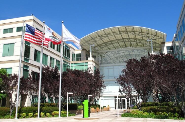 Как сотрудники Apple работают в условиях карантина. Спойлер: тяжело