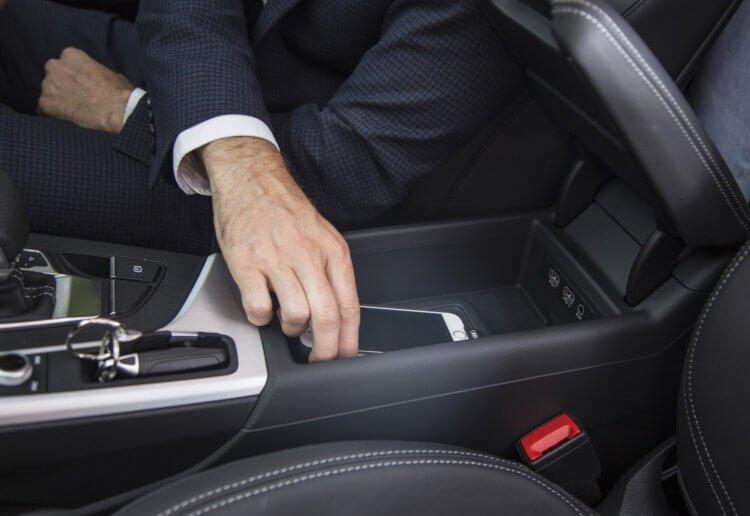 Можно ли заряжать iPhone в автомобиле?