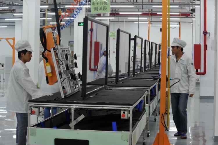Apple начнет производить iPhone в Индии, а AirPods – во Вьетнаме. Зачем?