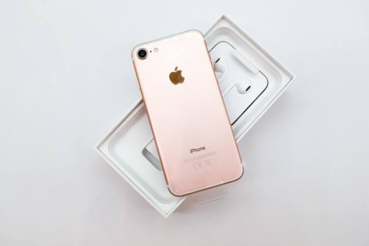 Apple пора убрать проводные наушники из комплекта iPhone: но что будет вместо них?