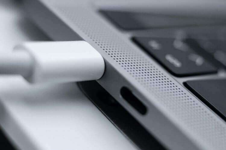 Топовый MacBook Pro 13″ поддерживает зарядку 87 Вт, но она не заряжает его быстрее