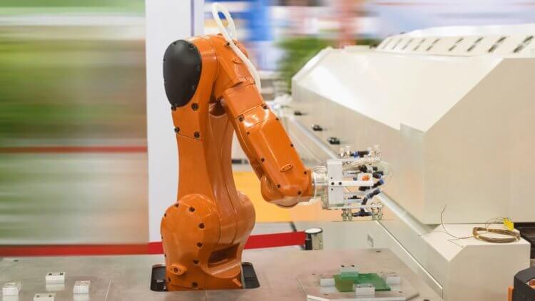 Почему у Apple не получилось заменить людей роботами