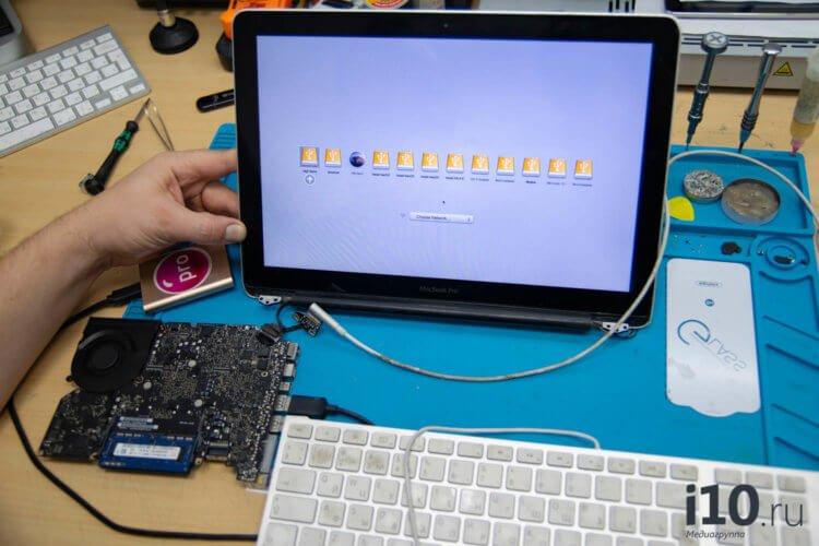 Почему пропадает изображение на MacBook?