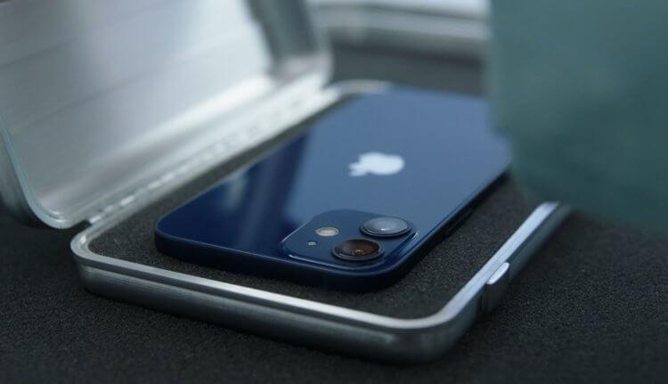 Apple убрала наушники и зарядку из комплекта iPhone 12