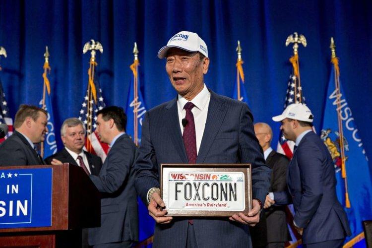 Работа мечты? Foxconn открыла в США завод, где рабочие целыми днями смотрели сериалы