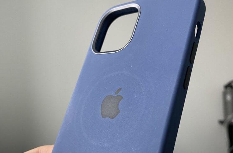 Подключение наушников или кабеля к iPhone ограничивает работу зарядки MagSafe