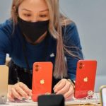 Как изменилась цена iPhone 12 в России