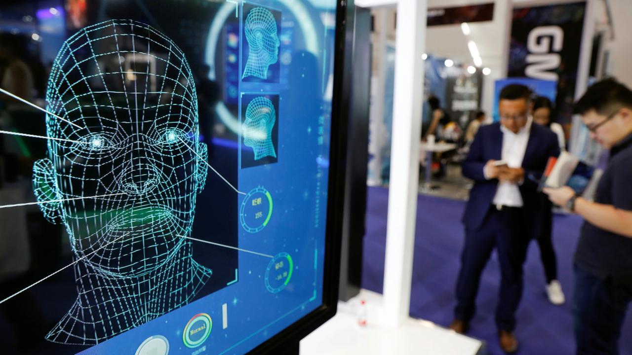 Мошенники в Китае обманули государственную систему проверки личности с помощью фото