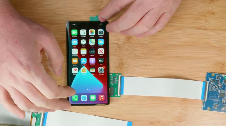 Блогер собрал прототип складного iPhone из запчастей с AliExpress