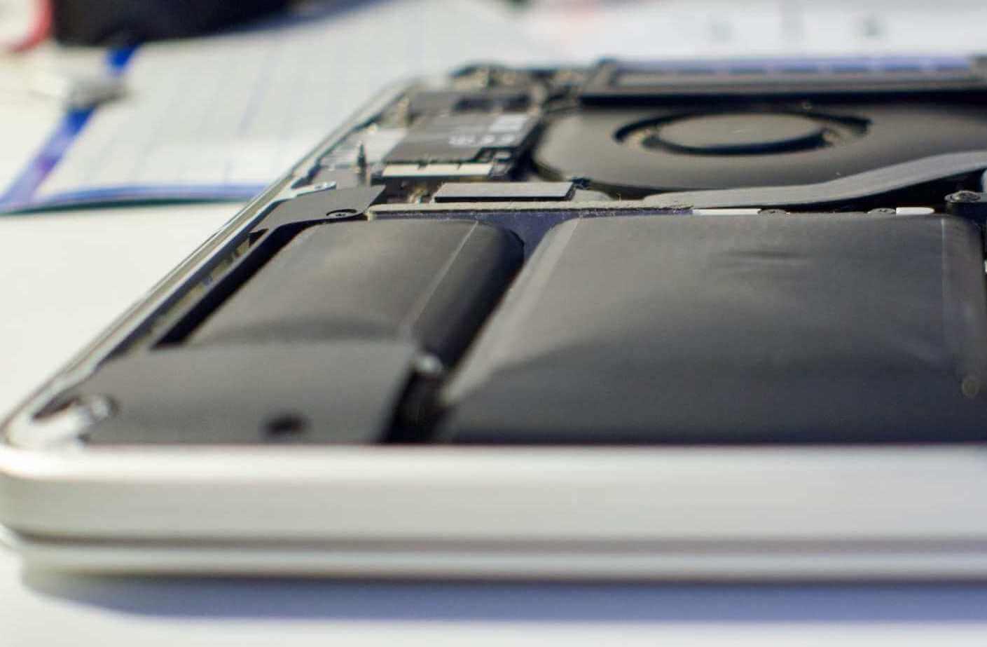 Как понять, что у MacBook вздулась батарея и чем это опасно